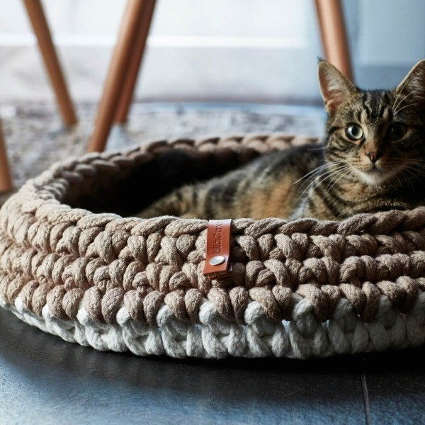 taupe crocheted cat basket 1