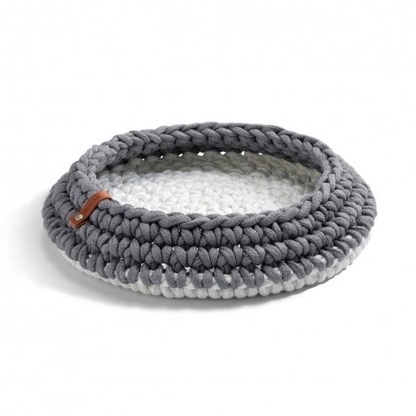 Grey crocheted cat basket Nido 1
