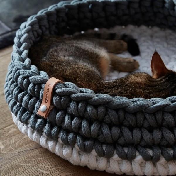 Grey crocheted cat basket Nido 2