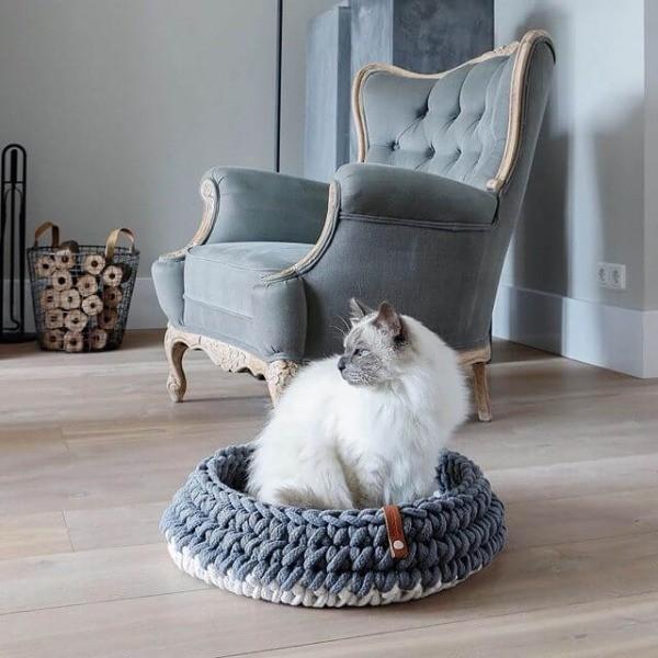 Grey crocheted cat basket Nido 4