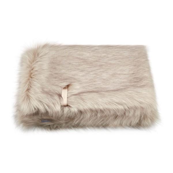 Cosy faux fur blanket Föra