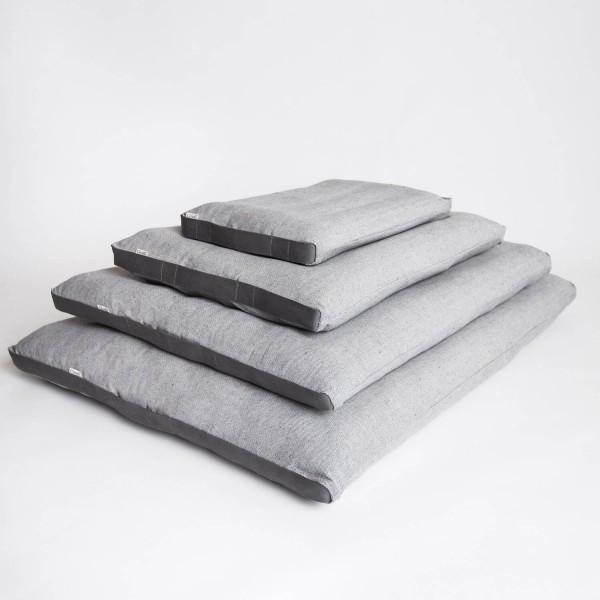 Classic tweed dog bed 4