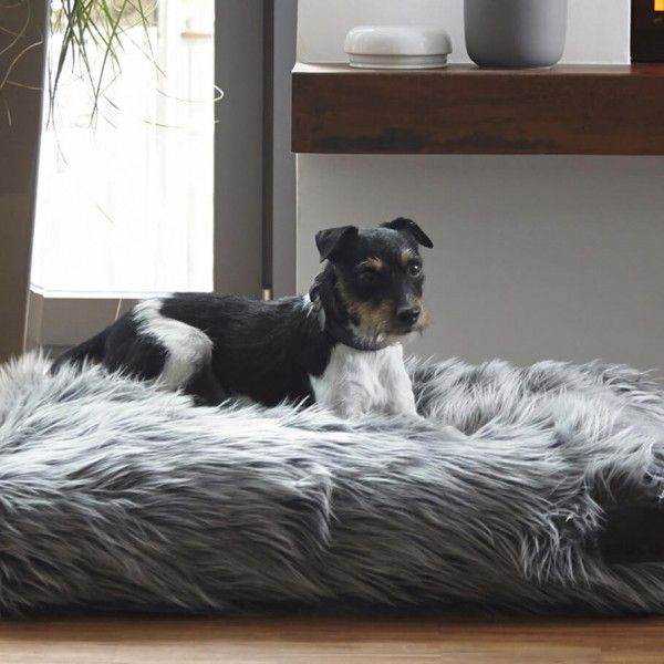 MiaCara Capello luxuriously fluffy dog bed