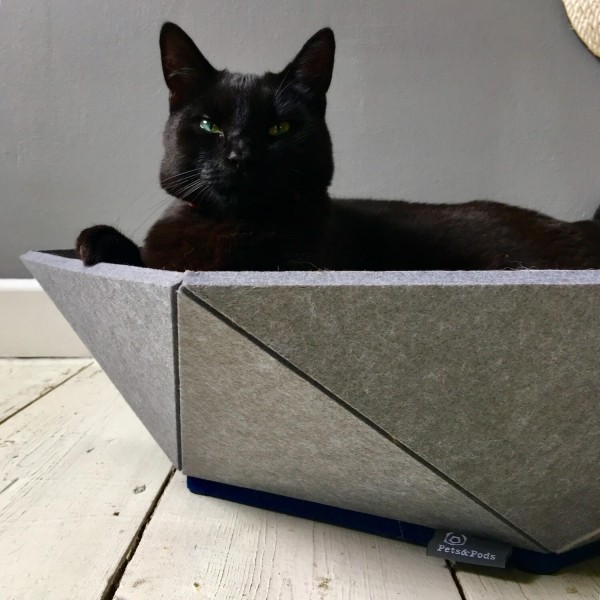 Medium pet bed made from recycled felt | Atomo