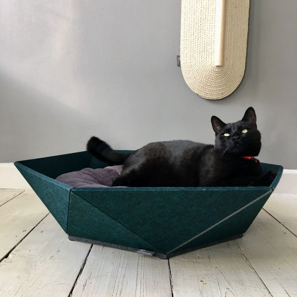 Large pet bed made from recycled felt | Atomo
